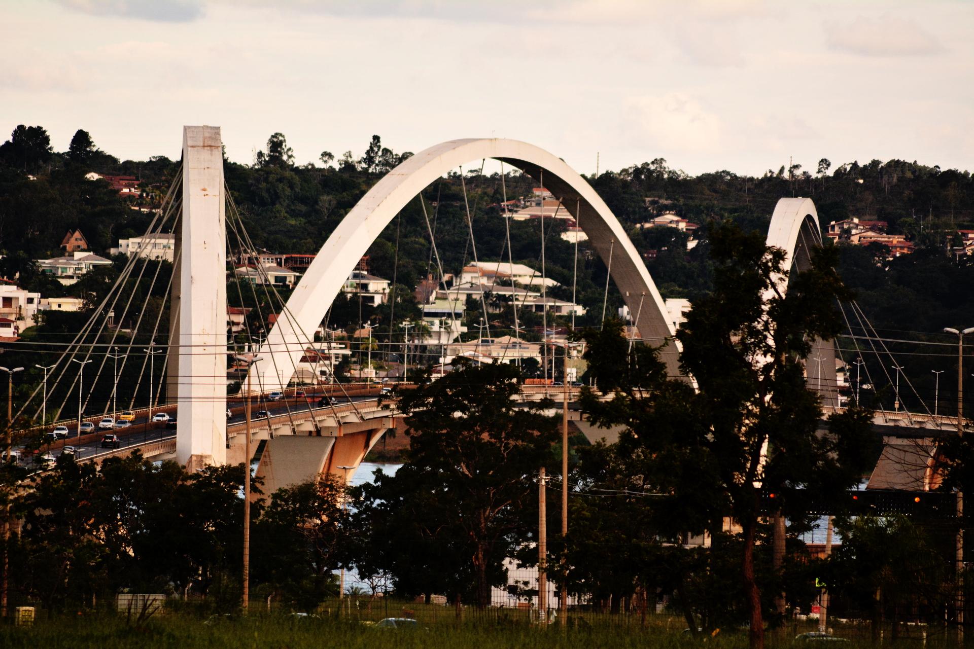 Ponte JK de dia