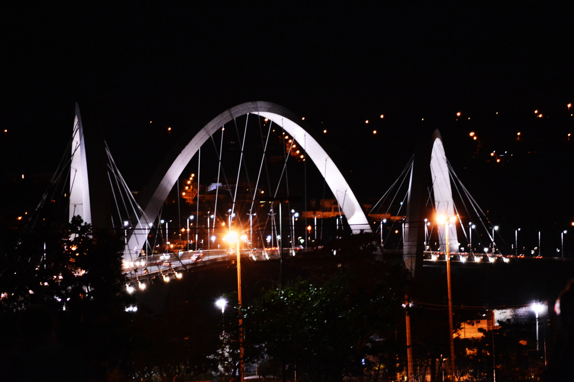 Ponte JK de noite