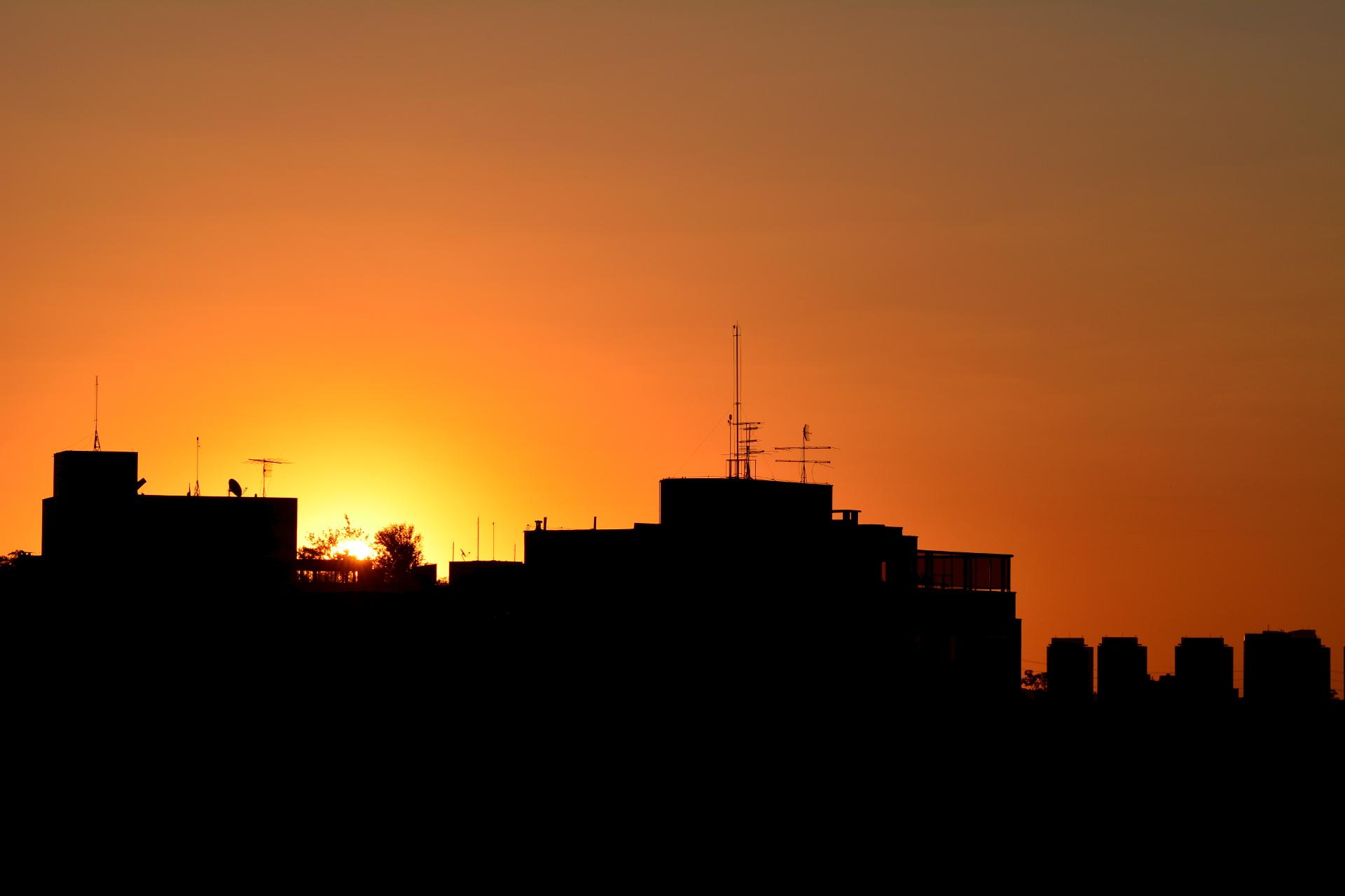 Prólogo de um Pôr do Sol Paulistano